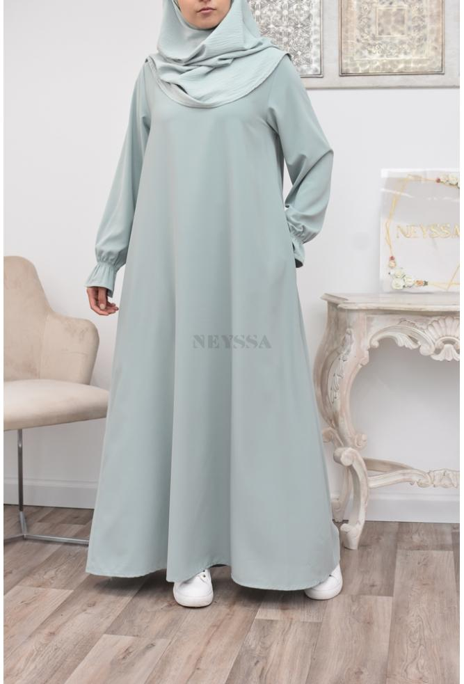 Long flowing abaya with frou frou sleeves perfect for the daily life of the Muslim woman